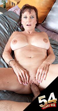 Ciara - XXX MILF photos