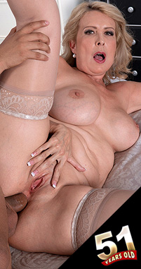 Laura Layne - XXX MILF photos