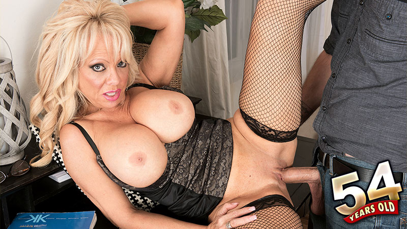 Bella Dea - XXX MILF video