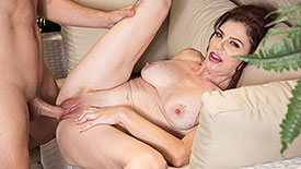 Cashmere - XXX MILF video screenshot #4