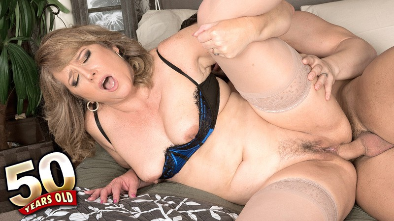 Catrina Costa - XXX MILF video