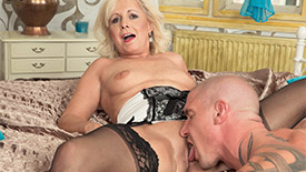 Coco de Marq - XXX MILF video screenshot #2