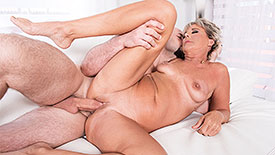 Constance Joy - XXX MILF video screenshot #4