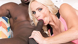 Dani Dare - XXX MILF video screenshot #1