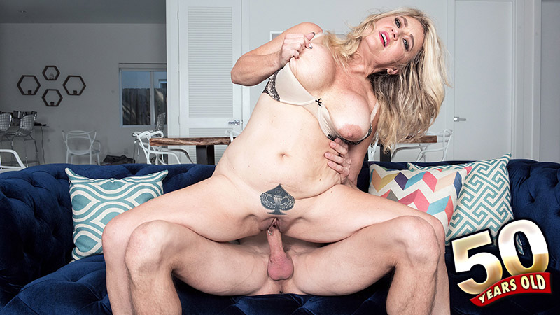 Daylynn Thomas - XXX Granny video