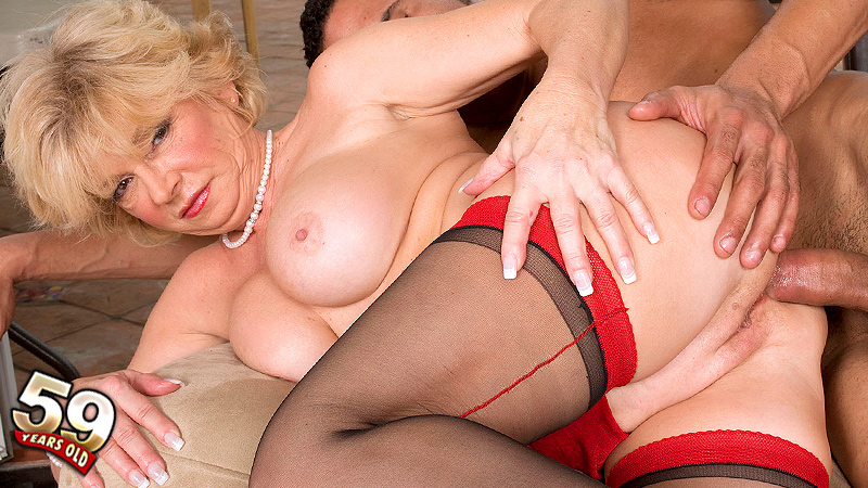 DeAnna Bentley - XXX MILF video