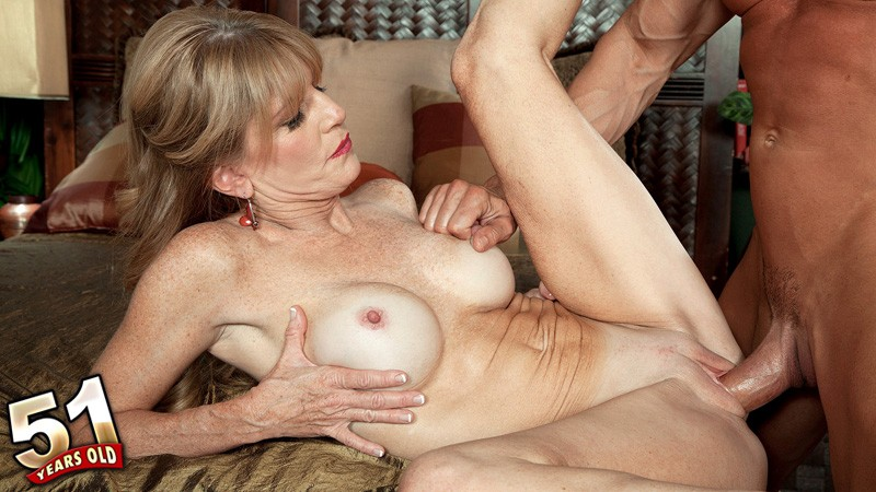 Milf denise is getting ready for her date 3
