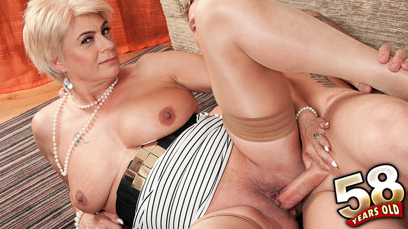 Dimonty - XXX Granny video