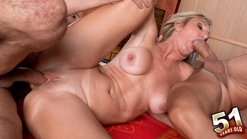 Jenna Covelli - XXX MILF video
