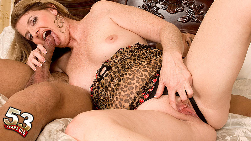 Jeri Does - XXX MILF video