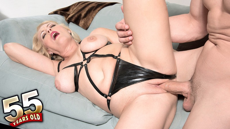 Lady Dulbin - XXX MILF video