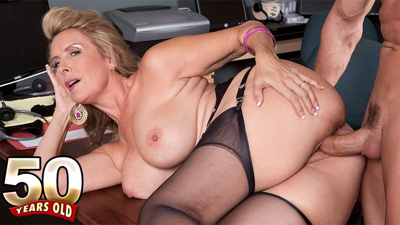 Laura Layne - XXX MILF video