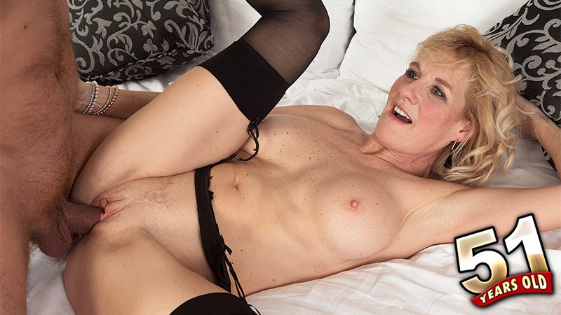 Molly Maracas - XXX Granny video