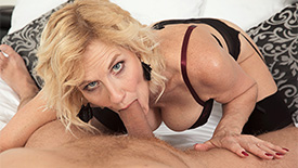 Molly Maracas - XXX MILF video screenshot #1
