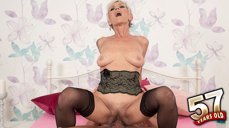 Nicol Mandorla - XXX Granny video