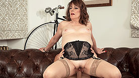 Pandora - XXX MILF video screenshot #4