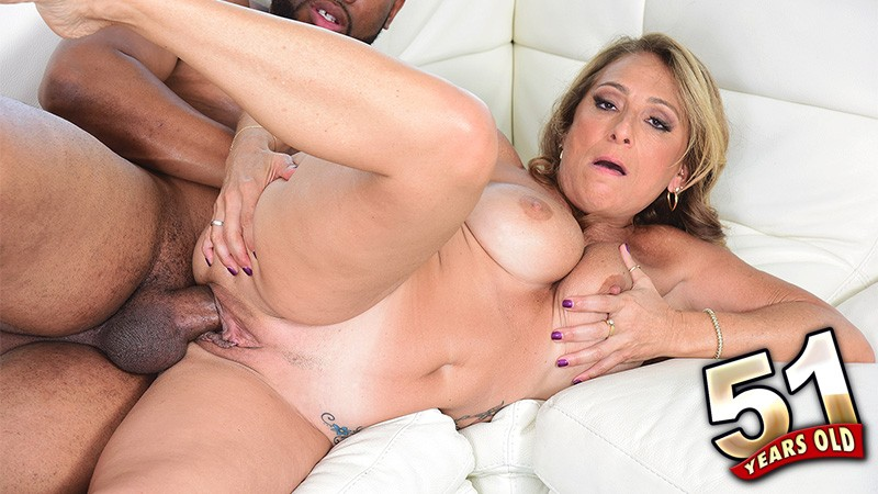 Torri Lee - XXX MILF video