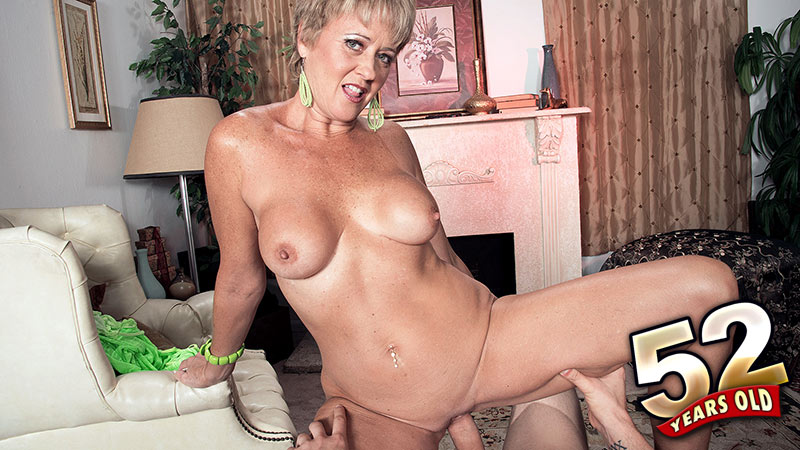 Tracy Licks - XXX Granny video