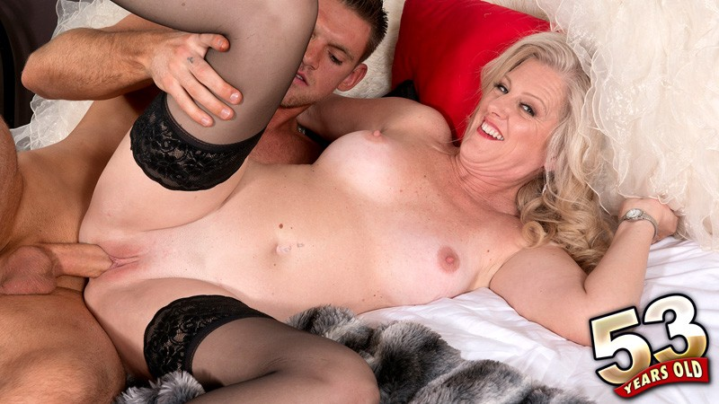 Val Kambel - XXX MILF video