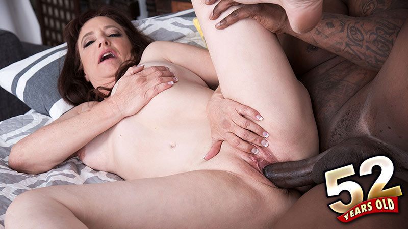 Whinny Spice - XXX Granny video