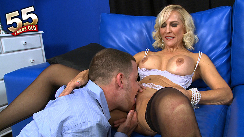 Carrie Romano - Interview MILF video
