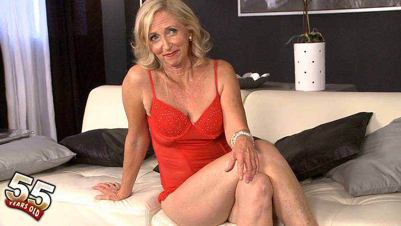 Connie McCoy - Interview MILF video