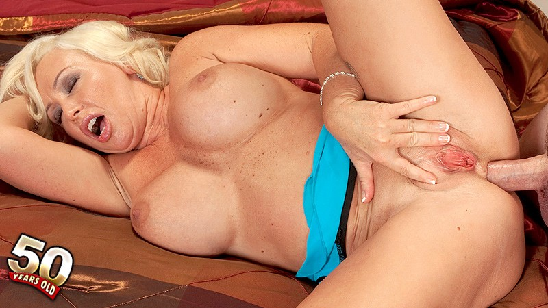 Joanna Storm - XXX MILF video