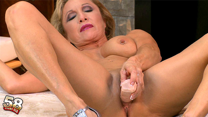 Luna Azul - Interview MILF video