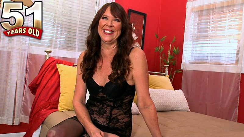 Nicky White - Interview MILF video
