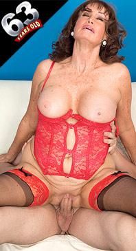 Jacqueline Jolie - XXX Granny photos