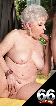 Jewel - XXX Granny photos