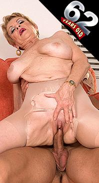 Lin Boyde - XXX Granny photos
