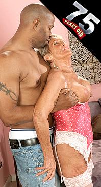 Sandra Ann - XXX Granny photos