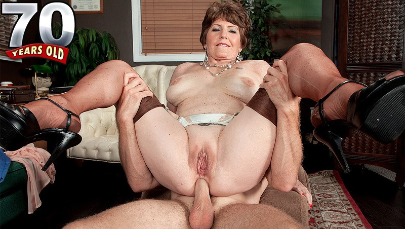Bea Cummins - XXX Granny video