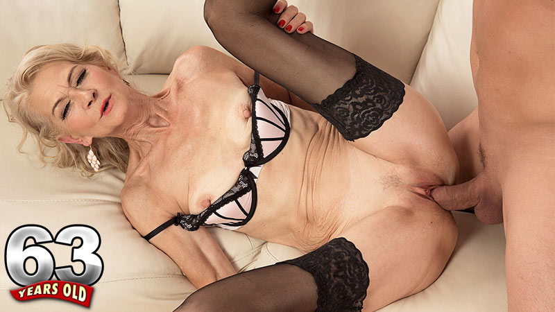 Beata - XXX Granny video