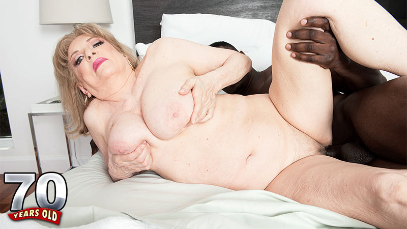 Crystal King - XXX MILF video