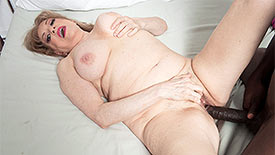 Crystal King - XXX Granny video screenshot 4