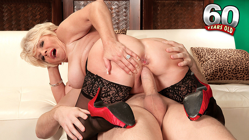 DeAnna Bentley - XXX Granny video