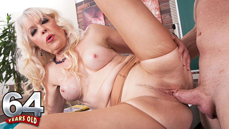 Lady S - XXX Granny video