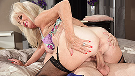 Leah L'Amour - XXX Granny video screenshot 3