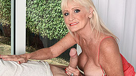 Leah L'Amour - XXX Granny video screenshot 2