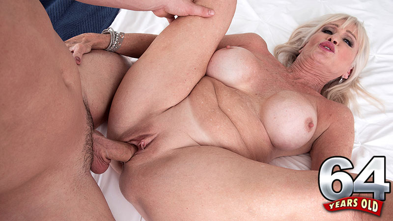 Leah L'Amour - XXX MILF video