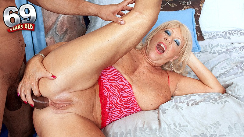 Mandi McGraw - XXX Granny video