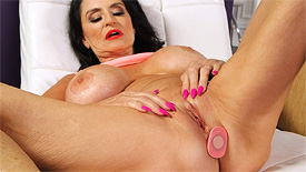 Rita Daniels - Solo Granny video screenshot 2