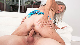 Silva Foxx - XXX Granny video screenshot 3