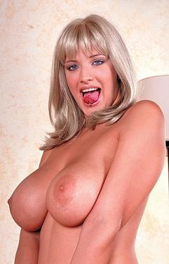 Ersebet -  Big Tits model