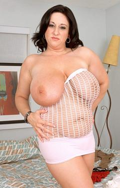 Kitty Lee -  BBW model
