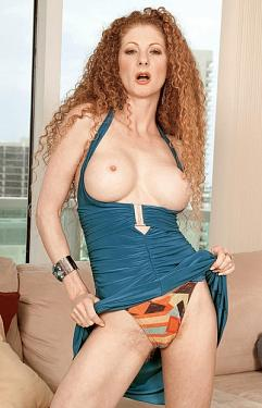 Annie Body -  MILF model