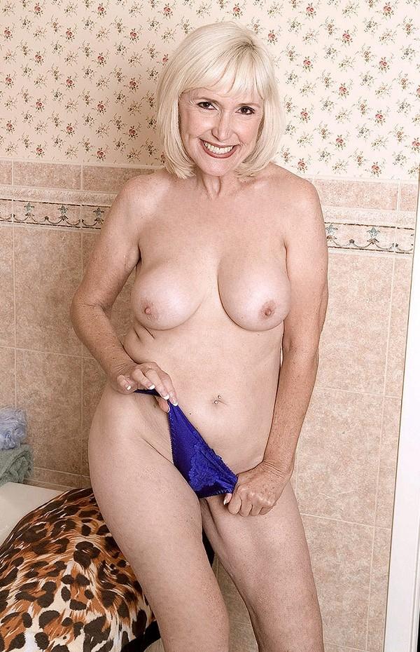 Lola Lee -  Granny model