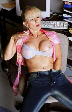 Athena -  MILF model